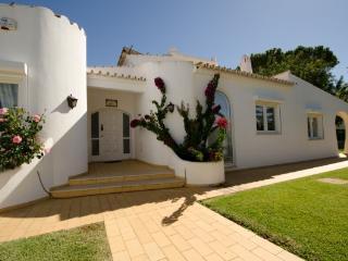 Stunning Casa Bonita with heated pool - Vilamoura vacation rentals
