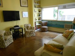 Beach block apartment for up to 5 people in Ipanema - Rio de Janeiro vacation rentals