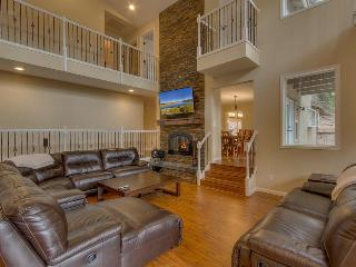 7BR Home backing forest with pool table, hot tub, ping pong - Glen Eagles Manor - South Lake Tahoe vacation rentals