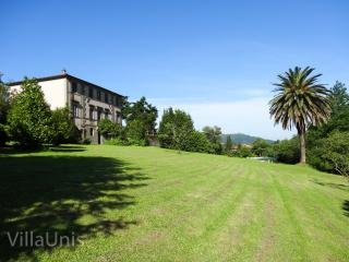Villa Unis - 17th century Summer Residence w pool - Nocchi vacation rentals