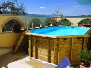 2 Bed Villa Apt Near Beach & Skiing With Pool - Picciano vacation rentals