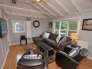 Sun & Sandals Sauble Beac cottage (#935) - Southampton vacation rentals