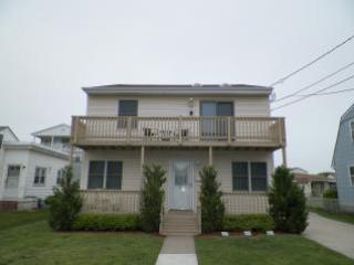 Half a block to guarded beaches, front rear decks - Image 1 - Brigantine - rentals