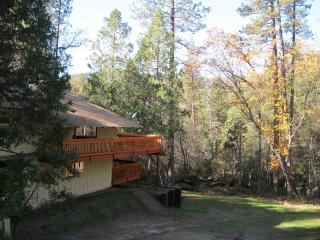 Sierra Springs, creekside retreat, wifi! - Oakhurst vacation rentals