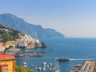 Zefiro: bright house with sea view in Amalfi - Amalfi vacation rentals