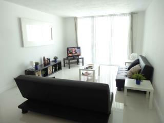 Hollywood, Beautiful Vacation Apartment - 4 Guest! - Hollywood vacation rentals