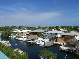 Largo Vista ~ Waterfront, Boat Slip, Rooftop Deck - Gatlinburg vacation rentals