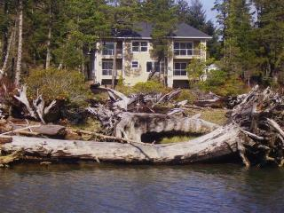 Luxury Private Waterfront 3 Acre Estate-Hot Tub-King Beds! - Oregon Coast vacation rentals
