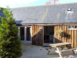 THE SMYTHY, barn conversion, parking, shared courtyard and swimming pool, near Lechlade-on-Thames and Cirencester, Ref 31097 - Oxfordshire vacation rentals