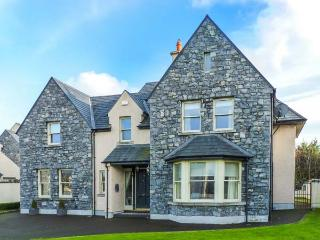 DUN RI, Sky TV, WiFi, open fire, stylish, en-suites, great touring base in Buratty, Ref. 920184 - Caherconlish vacation rentals