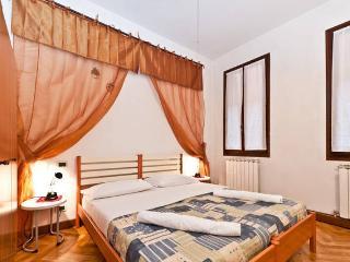 Rialto heart - Venice vacation rentals