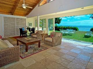 Spacious estate for 25 guests, beachfront in ideal Honolulu location - Haleiwa vacation rentals