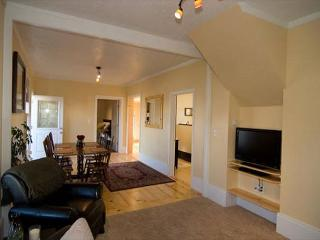 Old Town Victorian House - Beautiful, Newly Renovated 1 bedroom in Old Town - Eureka vacation rentals