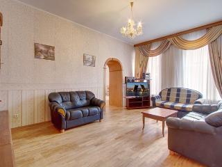 2-bedroom apartment on Nevsky (362) - Saint Petersburg vacation rentals