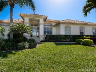 EDGEWATER - Southeast Exposure, Tiki Hut, Horseshoe Pit, Fire Table! - Marco Island vacation rentals