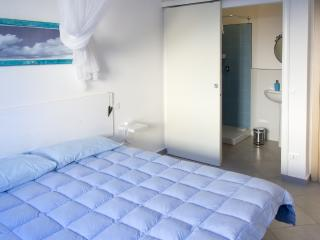 Marta Sul Melo - Double room in Guesthouse - Lucca vacation rentals