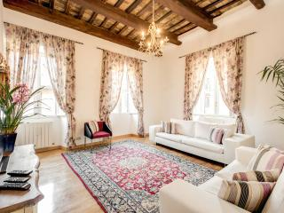 PANTHEON - SPANISH STEPS APARTMENT 3 - Rome vacation rentals