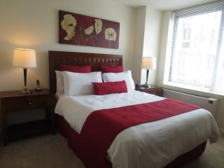Lux White Plains 2BR w/ pool & WiFi - White Plains vacation rentals