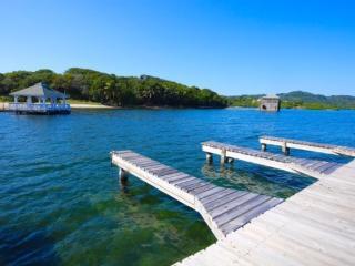 Queen First Bight - First Bight vacation rentals