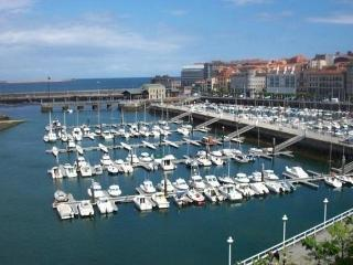 Charming With Beach and Harbor View - Gijón vacation rentals