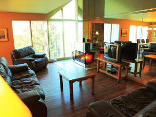 GOLF & SKI Villa at MONT-SAINTE-ANNE commute to LE - Quebec City vacation rentals