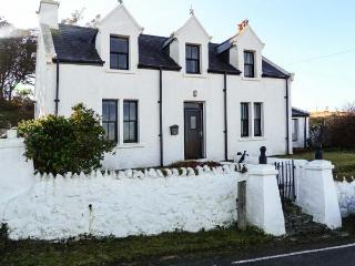 MINCH VIEW, family friendly, character holiday cottage, with a garden in Kendram, Ref 3786 - Balmaquein vacation rentals