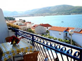 03512TROG  A1 Plavi(2+2) - Mastrinka - Mastrinka vacation rentals