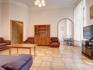Two-roomed flat on Karavannaya street (325) - Russia vacation rentals
