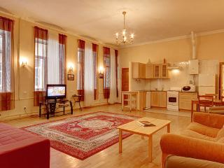 2-bedroom apt on Bolshaya Morskaya(333) - Saint Petersburg vacation rentals