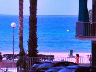 Ocean-front, 1st floor, 2-4 pers, close Barcelona - Calafell vacation rentals