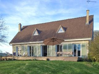 Beautiful Poissy family home with 5 bedrooms, large garden and own pond300 - Poissy vacation rentals