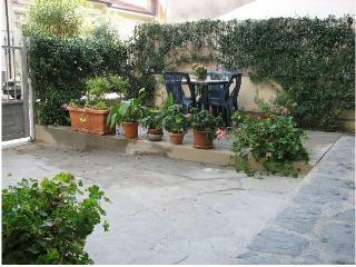 3-bedroom apartment 800m from sea - Viareggio vacation rentals