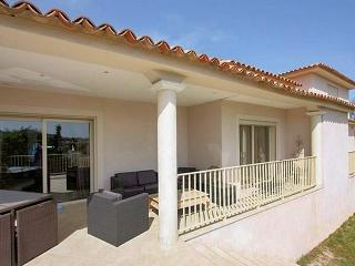 Luxury villa at l'Île Rousse, Corsica, with 4 bedrooms and scenic garden - Ile Rousse vacation rentals