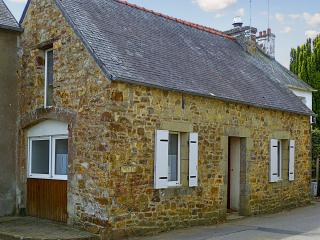 Delightful house in the Finistere, Brittany, with 2 bedrooms and furnished, private garden - Argol vacation rentals