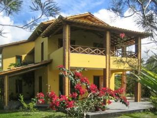 Spacious house in Bahia with private garden and terrace with hammock – 300 m from beach! - Canavieiras vacation rentals