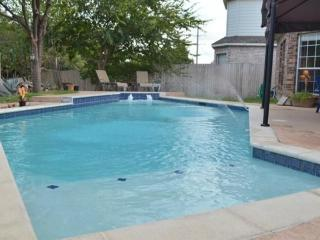 Immaculately well maintained large family home - Arlington vacation rentals