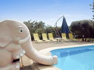 In Benicarlo, family-friendly house with pool and garden - Alcanar vacation rentals