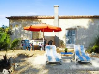 In Benicarlo, family-friendly holiday house with sea view, garden and pool - Alcanar vacation rentals