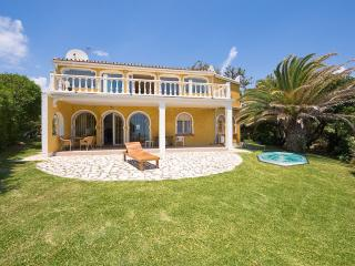 Luxury beachfront villa in Mijas for 7 people, with garden, Jacuzzi and panoramic views - La Cala de Mijas vacation rentals
