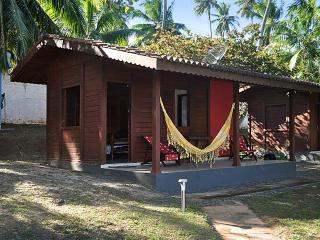 Cosy cabana in Barra do Jacuipe, Bahia, with garden and pool, close to the beach - State of Bahia vacation rentals