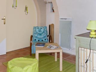 Lovely apartment in Sabran, a small village in the heart of Provence - Sabran vacation rentals