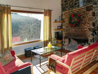 Serene and spacious house in Mollo, the Spanish Pyrenees, with a splendid view of the mountains - Molló vacation rentals
