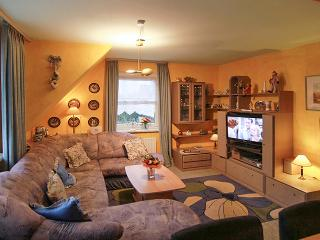 In Sylt, Germany, stylish apartment with 2 bedrooms, heating, garden, WiFi and sea view - sleeps 5 - Tinnum vacation rentals