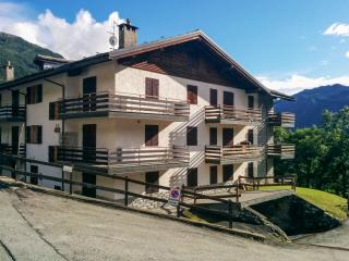 Apartment in Valtournenche, Italy, with terrace and stunning mountain views - Champoluc vacation rentals