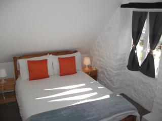 Small double room with private ensuite showeroom - Pontorson vacation rentals
