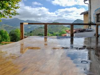 Charming, traditional house in Asturias, Spain, with modern amenities - Morcin vacation rentals