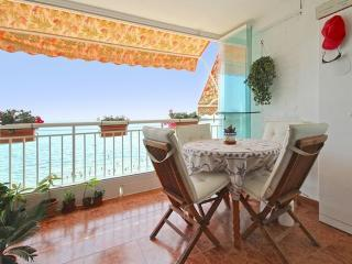 Seaside apartment in Torrevieja, Spain, with 3 bedrooms, 2 bathrooms, sunny balcony and ocean views - Torrevieja vacation rentals