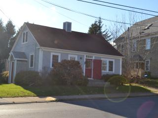 Heritage Cape on Main Street Mahone Bay - Mahone Bay vacation rentals