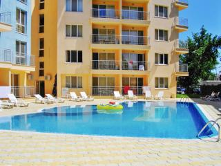 Modern apartment in Sunny Beach, Bulgaria, with 1 bedroom, swimming pool, air con and WiFi - Sunny Beach vacation rentals