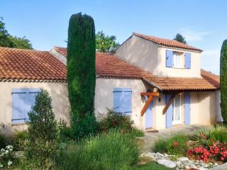 Charming villa in Trets, Provence, with pool and idyllic garden - Trets vacation rentals